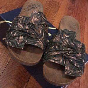 Natural Soul All-Thru Comfort Green Slides EUC 8M